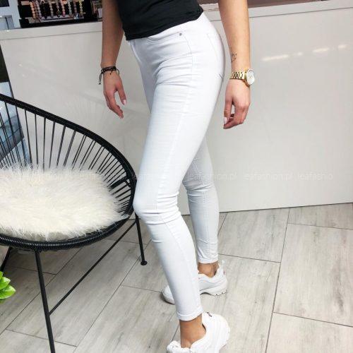 klasyczne białe spodnie
