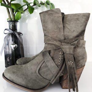Szare buty