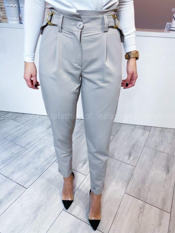 szare spodnie