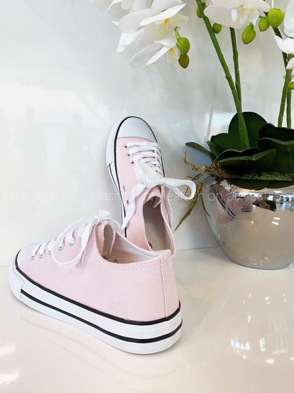Różowe trampki