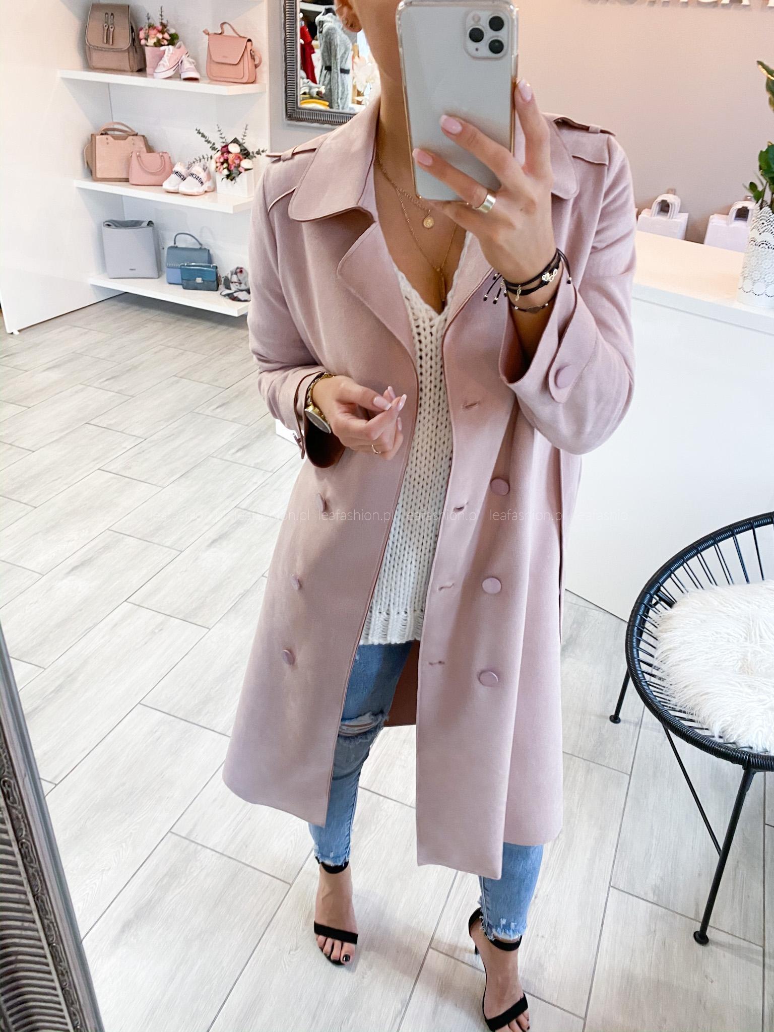 Różowy płaszcz