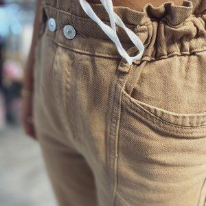 brązowe spodnie