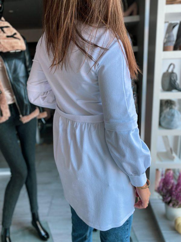 niebieska bluzka