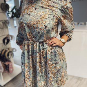 Sukienka ze wzorem kwiatów